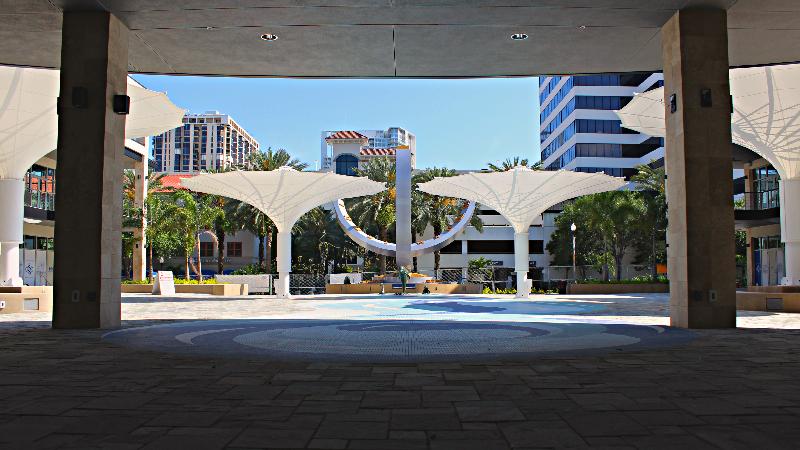 sundial_st_pete_courtyard_view_facing_street